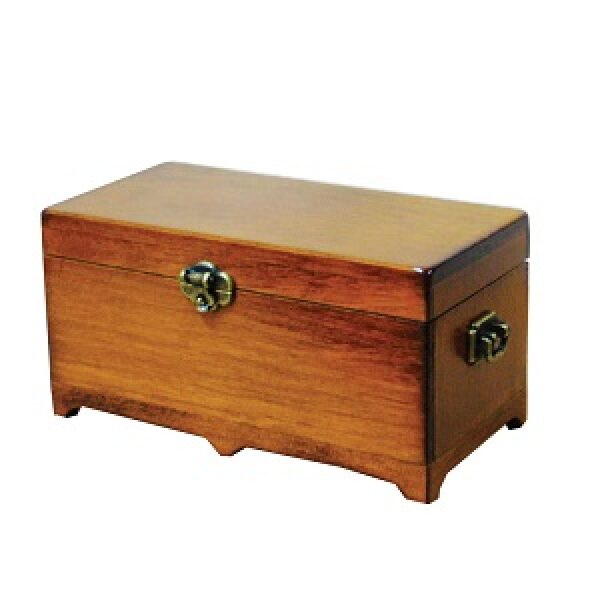 Blanket Chest 1/12th scale dolls house miniture.
